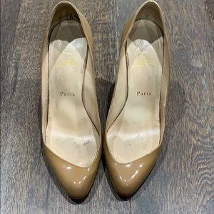 Peep toe/ toe cleavage Nude Louboutin heels.